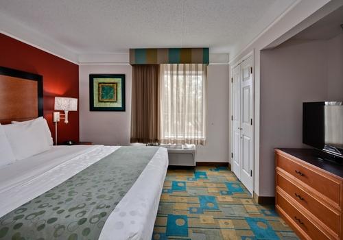 La Quinta Inn & Suites by Wyndham USF (Near Busch Gardens)