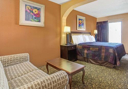 Days Inn & Suites by Wyndham Tampa near Ybor City